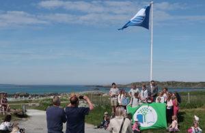 I strålende sol ble det Blått flagg markering på Åkrasanden