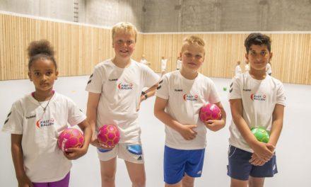 Disse ni og ti-åringene skal lære hele Norge å kaste håndball – Karmøynytt