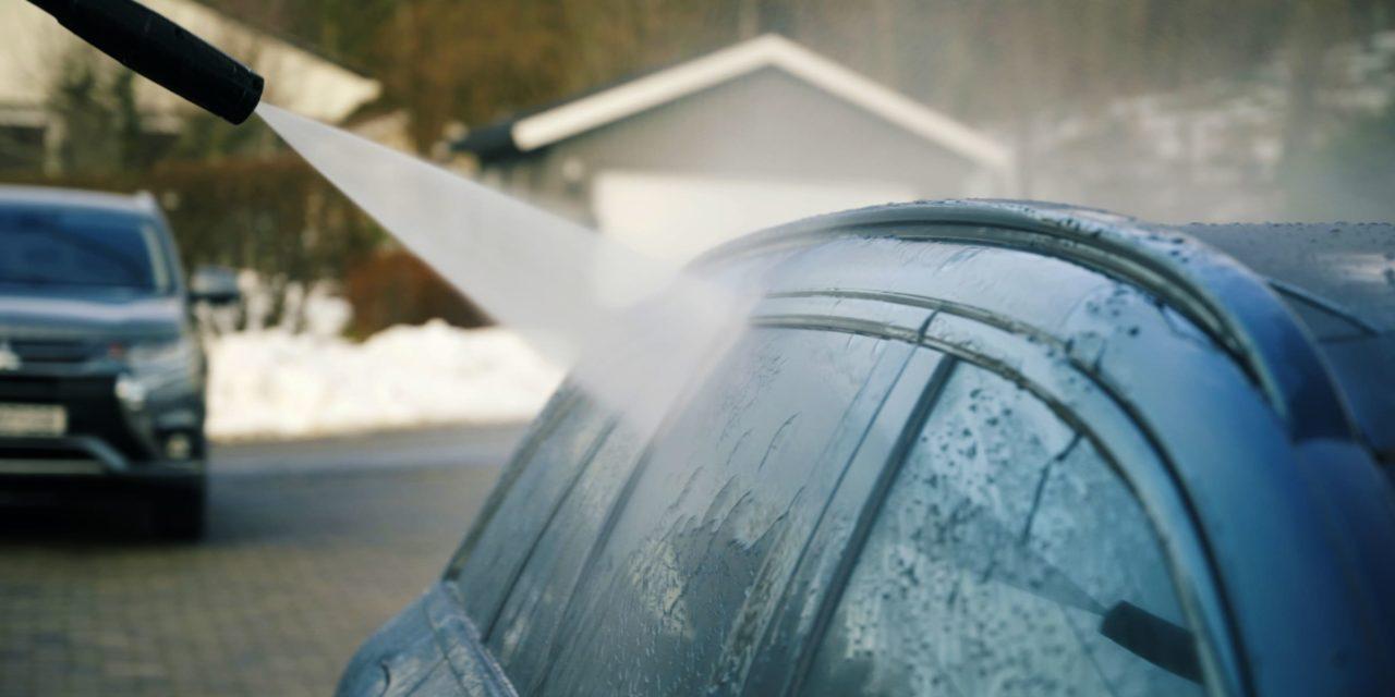 Dette er det mange som gjør feil – Her viser vi deg hvordan du vasker bil riktig med høytrykkspyler.