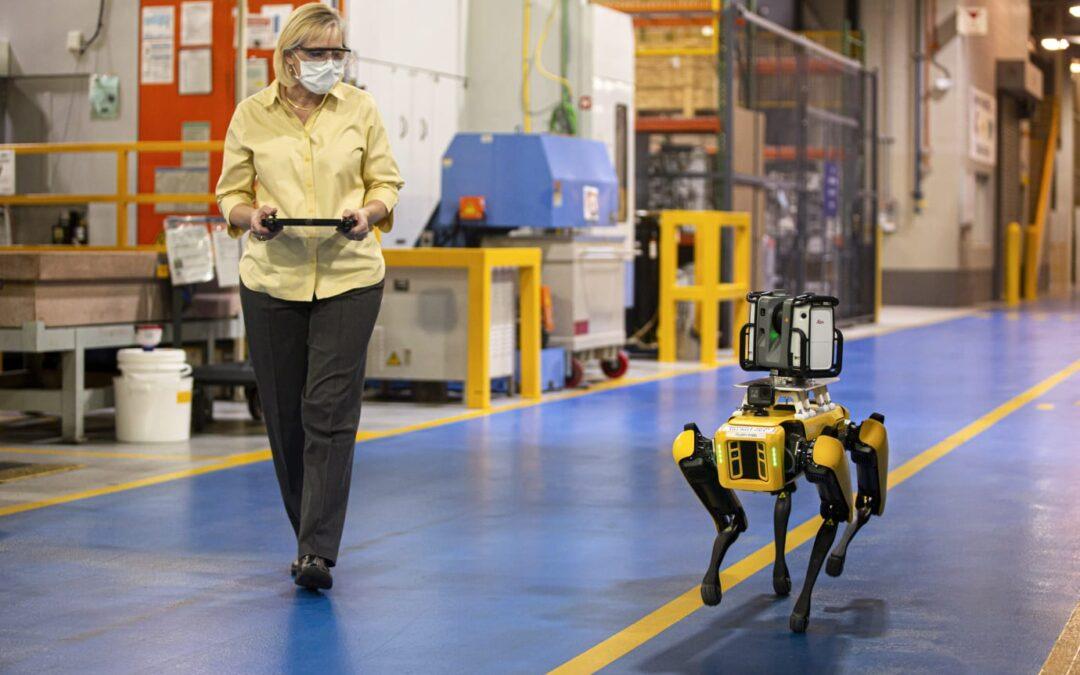 Eksperimenterer med «hunderoboter» for mer effektiv produksjon