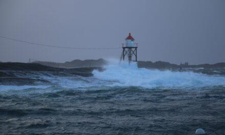 — Det er bra med vind langs kysten nå, så ikke dra ut i småbåt – Karmøynytt