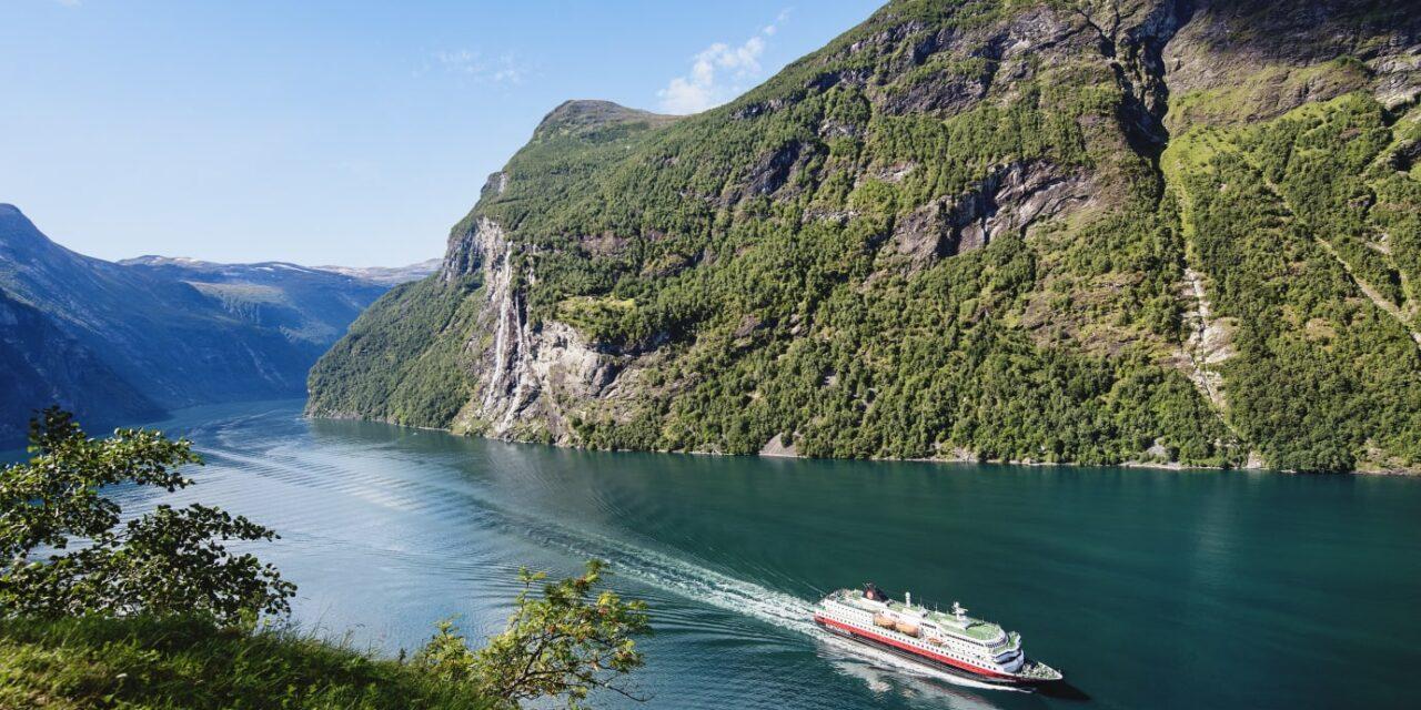 Hurtigruten setter 14 av 16 skip tilbake i trafikk